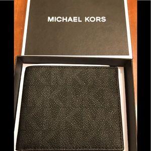 Gorgeous Michael Kors wallet❤️